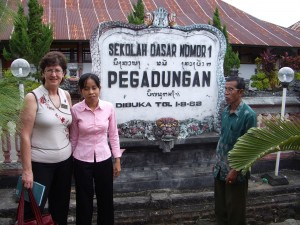 SD1 Pegadungan 2006 - English Teacher Jati and Susan